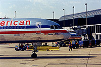 /images/133/1998-12-chicago-ameri-plane.jpg - #00176: American 757 Luxury Jet at O