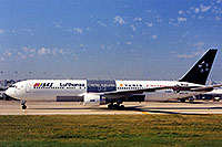 /images/133/1998-12-chicago-lufthansa.jpg - #00182: Lufthansa airplane preparing for takeoff at Chicago O