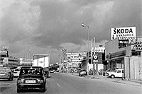 /images/133/1998-12-greece-athens2.jpg - #00188: traffic in Athens and Skoda sign … Dec 1998 -- Athens, Greece