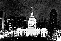 /images/133/1999-02-st-louis-bw1.jpg - #00272: St Louis at night … April 1999 -- St Louis, Missouri