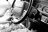 /images/133/1999-04-jeep-chris-steering.jpg - #00299: Christina moving Chicago-Phoenix … April 1999 -- Kansas