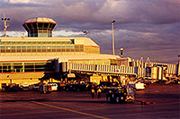 /images/133/1999-08-phoenix-airport-eve.jpg - #00351: late afternoon at Phoenix airport … August 1999 -- Phoenix, Arizona