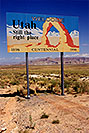 /images/133/1999-08-utah-welcome-sign-v.jpg - #00364: Welcome to Utah - Still the right place -Centennial 1896 to 1996 … sign by Lone Rock … August 1999 -- Lone Rock, Lake Powell, Utah