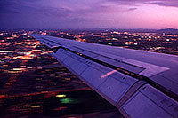 /images/133/1999-09-phoenix-plane-wing.jpg - #00427: landing into Phoenix … August 1999 -- Phoenix, Arizona