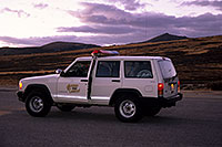 /images/133/2000-09-indep-jeep-sheriff2.jpg - #00660: Pitkin County Sheriff at top of Independence Pass … Sept 2000 -- Independence Pass, Colorado