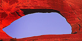/images/133/2000-09-moab-wilsons-arch1-pano.jpg - #00670: late afternoon at Wilson