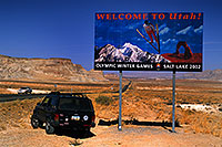 /images/133/2000-09-powell-utah-sign.jpg - #00678: Utah sign by Lone Rock … Sept 2000 -- Lone Rock, Lake Powell, Utah