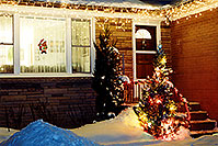 /images/133/2000-12-oakville-home.jpg - #00703: Christmas Tree in Ontario … Dec 2000 -- Ontario.Canada