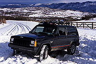 /images/133/2000-12-phx-tor-gunn-jeep-snow.jpg - #00718: morning by Gunnison … 4 hours of snow digging … Phoenix-Toronto 3,500 mile snow-camping trip … Dec 2000 -- Cimarron, Gunnison, Colorado