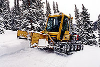 /images/133/2000-12-phx-tor-lead-snowcat.jpg - #00735: snowcat on a trail by Leadville … Phoenix-Toronto 3,500 mile snow-camping trip … Dec 2000 -- Leadville, Colorado