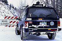 /images/133/2000-12-phx-tor-road-closed.jpg - 00728: by Aspen … Phoenix-Toronto 3,500 mile snow-camping trip … Dec 2000 -- Aspen, Colorado