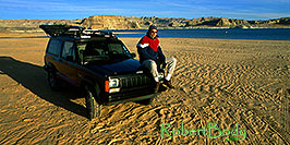 /images/133/2000-12-powell-jeep-me1-pano.jpg - 00732: into the unknown ... Phoenix to Toronto, Canada via Colorado … Dec 2000 -- Lone Rock, Lake Powell, Utah