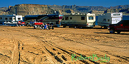 /images/133/2000-12-powell-rvs-pano.jpg - #00743: Motorhomes in the morning at Lone Rock … Dec 2000 -- Lone Rock, Lake Powell, Utah