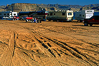 /images/133/2000-12-powell-rvs.jpg - #00745: Motorhomes in the morning at Lone Rock … Dec 2000 -- Lone Rock, Lake Powell, Utah
