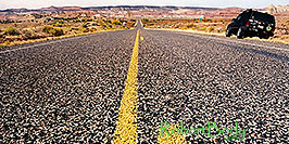 /images/133/2001-01-lake-powell-road-middle-pano.jpg - #00748: Utah road by Lone Rock … Jan 2001 -- Lone Rock, Lake Powell, Utah