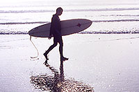 /images/133/2001-03-cali-hunti-fog-surfer.jpg - #00762: Surfer at Huntington Beach … Feb 2001 -- Huntington Beach, California