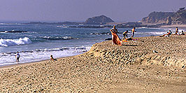 /images/133/2001-07-cali-beach-people-pano.jpg - #00793: Images of Aliso Creek Beach at Laguna Beach … July 2001 -- Aliso Creek Beach, Laguna Beach, California