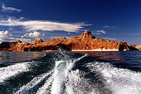 /images/133/2001-08-boat-wake.jpg - #00883: views from a boat … at Lake Powell … Aug 2001 -- Lake Powell, Utah