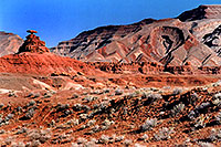 /images/133/2002-06-mexican-hat-monumen.jpg - #00957: Mexican Hat rock formation … June 2002 -- Moab, Utah