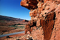 /images/133/2002-06-utah-rock-jeep.jpg - #00979: near Mexican Hat … June 2002 -- Moab, Utah