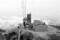 /images/133/2002-08-lomnicky-lanov-bw.jpg - #01058: returning down to Skalnate Pleso from Lomnicky Stit on a cable cart … August 2002 -- Lomnicky Stit, Vysoke Tatry, Slovakia