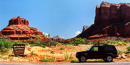 /images/133/2003-06-sedona-jeep-bell-rock-pano.jpg - #01238: Bell Rock in Oak Creek … June 2003 -- Sedona, Arizona