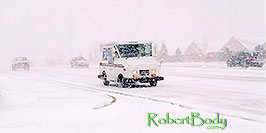/images/133/2003-11-rosemont-snow-road2-pano.jpg - #01373: US mail truck in November snow, along Yosemite Road in Lone Tree … Nov 2003 -- Lone Tree, Colorado