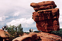 /images/133/2004-05-gardgods-balanced1.jpg - #01487: `Balanced Rock` in Garden of the Gods … May 2004 -- Garden of the Gods, Colorado Springs, Colorado
