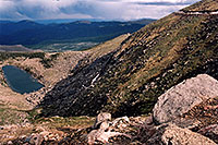 /images/133/2004-06-mtevans-lincoln-la2.jpg - #01560: view of Lincoln Lake from Mt Evans road … Mt Evans road in upper right … June 2004 -- Lincoln Lake, Mt Evans, Colorado