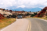 /images/133/2004-07-arches-car-mtns.jpg - #01598: Arches National Park … July 2004 -- Arches Park, Utah