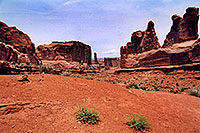 /images/133/2004-07-arches-start5.jpg - #01608: Arches National Park … July 2004 -- Arches Park, Utah