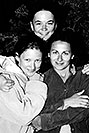 /images/133/2004-07-grand-3-bw2.jpg - #01681: Ola, Ewka and Aneta … July 2004 -- Navajo Point, Grand Canyon, Arizona