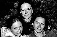 /images/133/2004-07-grand-3-bw3.jpg - #01682: Ola, Ewka and Aneta … July 2004 -- Navajo Point, Grand Canyon, Arizona