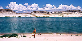 /images/133/2004-07-powell-ewka-walk-pano.jpg - #01789: Ewelina coming from suntanning to the cars … July 2004 -- Lone Rock, Lake Powell, Utah