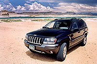/images/133/2004-07-powell-jeep-beach.jpg - 01759: Lone Rock … July 2004 -- Lone Rock, Lake Powell, Utah