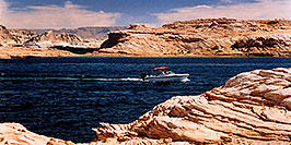 /images/133/2004-07-powell2-boats1-pano.jpg - #01747: boats by Wahweap … Lake Powell … July 2004 -- Wahweap, Lake Powell, Utah