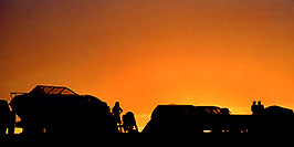 /images/133/2004-07-powell2-sunset5-pano.jpg - #01765: sunset at Lone Rock … July 2004 -- Lone Rock, Lake Powell, Utah