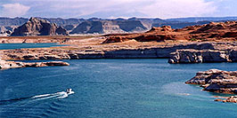 /images/133/2004-07-powell2-waheep4-pano.jpg - #01776: images of Wahweap and Lake Powell … July 2004 -- Wahweap, Lake Powell, Utah