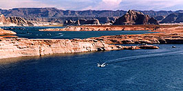 /images/133/2004-07-powell2-waheep5-pano.jpg - #01777: images of Wahweap and Lake Powell … July 2004 -- Wahweap, Lake Powell, Utah