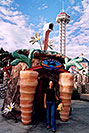/images/133/2004-08-sixflags-carrot-ola-v.jpg - #01969: Ola at Six Flags Amusement Park … August 2004 -- Six Flags, Denver, Colorado