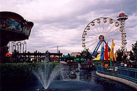 /images/133/2004-08-sixflags-ferris4.jpg - #01974: Ferris Wheel at Six Flags Amusement Park … August 2004 -- Six Flags, Denver, Colorado