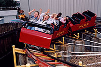 /images/133/2004-08-sixflags-kids1.jpg - #01975: kids at Six Flags in Denver … also Daffy Duck … August 2004 -- Six Flags, Denver, Colorado