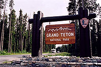 /images/133/2004-08-wyo-tetons-sign.jpg - #02038: Entering Tetons … August 2004 -- Tetons, Wyoming