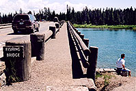 /images/133/2004-08-yello-tourists5.jpg - #02084: Fishing Bridge but not for fishing … August 2004 -- Yellowstone, Wyoming