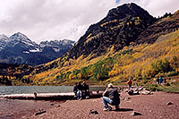 /images/133/2004-09-maroon-people01.jpg - #02182: People at Maroon Lake with Maroon Peaks in the background … Sept 2004 -- Maroon Lake, Maroon Bells, Colorado