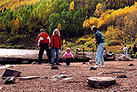 /images/133/2004-09-maroon-people5.jpg - #02192: people at Maroon Lake … Sept 2004 -- Maroon Bells, Colorado