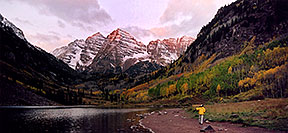 /images/133/2004-09-maroon-photog4-pano.jpg - #02197: 7am sun … changing photo location … Sept 2004 -- Maroon Peak, Maroon Bells, Colorado