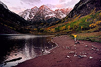 /images/133/2004-09-maroon-photog4.jpg - #02196: 7am sun … photographer with tripod on his shoulder … Sept 2004 -- Maroon Peak, Maroon Bells, Colorado