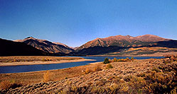 /images/133/2004-09-twinlakes-lake01.jpg - #02233: view of Twin Lakes towards Independence Pass … Sept 2004 -- Twin Lakes, Colorado