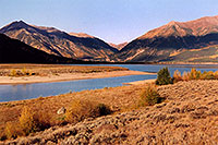 /images/133/2004-09-twinlakes-lake02.jpg - #02234: view of Twin Lakes towards Independence Pass … Sept 2004 -- Twin Lakes, Colorado